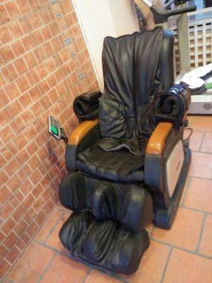 da ghế massage bị bong tróc